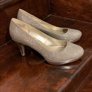 Bandolino golden shiny shoes